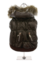 Luxury Quilted Parka with Detachable Hood - Introducing our premium range of quilted coats. This is a luxuriously <br />quilted Parka Coat with a faux trimmed detachable hood. It gives your <br />dog two styles in one; wear it as a parka or, when the hood is removed, <br />it can be worn as a coat. The arms and hem are elasticated for a great...