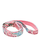 Vintage Rose Floral Fabric Lead - Here at Urban Pup our design team understands that everyone likes a coordinated look. So we added a Vintage Rose Floral Lead to match our Vintage Rose Floral Harness, Bandana and collar. This lead is lightweight and incredibly strong.